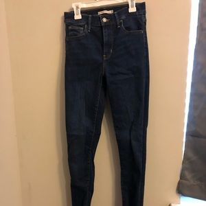 Levi 720 high rise jeans size 25